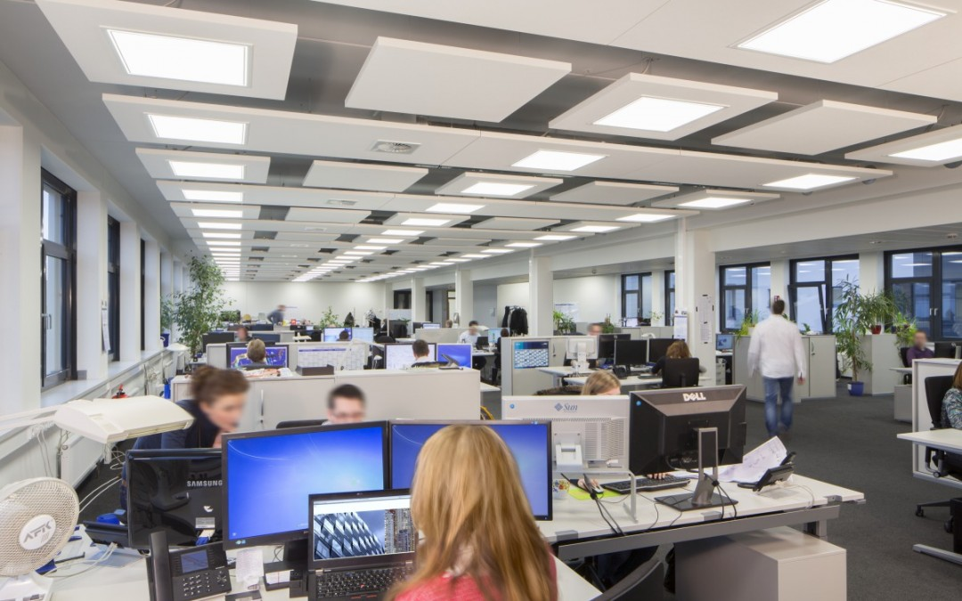 Stres, brak koncentracji i motywacji czy agresja. Tak wpływa hałas na pracowników.