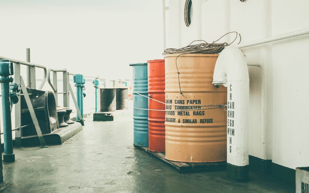 Przemysłowe płyny technologiczne – transport i magazynowanie w zakładzie pracy