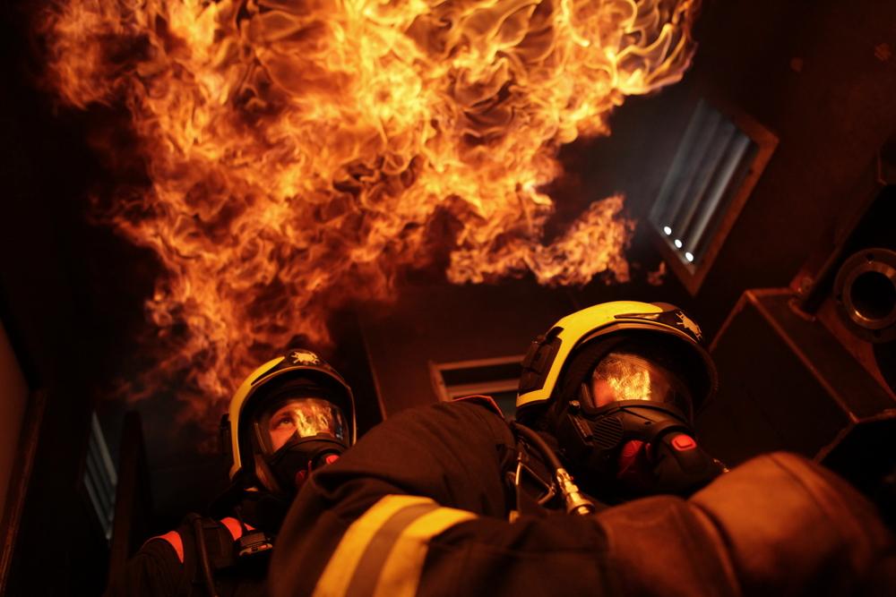 """Ćwiczenia w symulatorze pożarów wewnętrznych """"Fire Dragon 7000"""""""