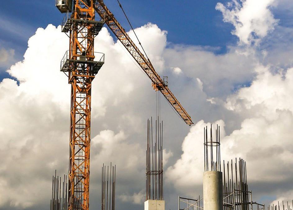 Niebezpieczeństwa związane z pracą operatora żurawia wieżowego
